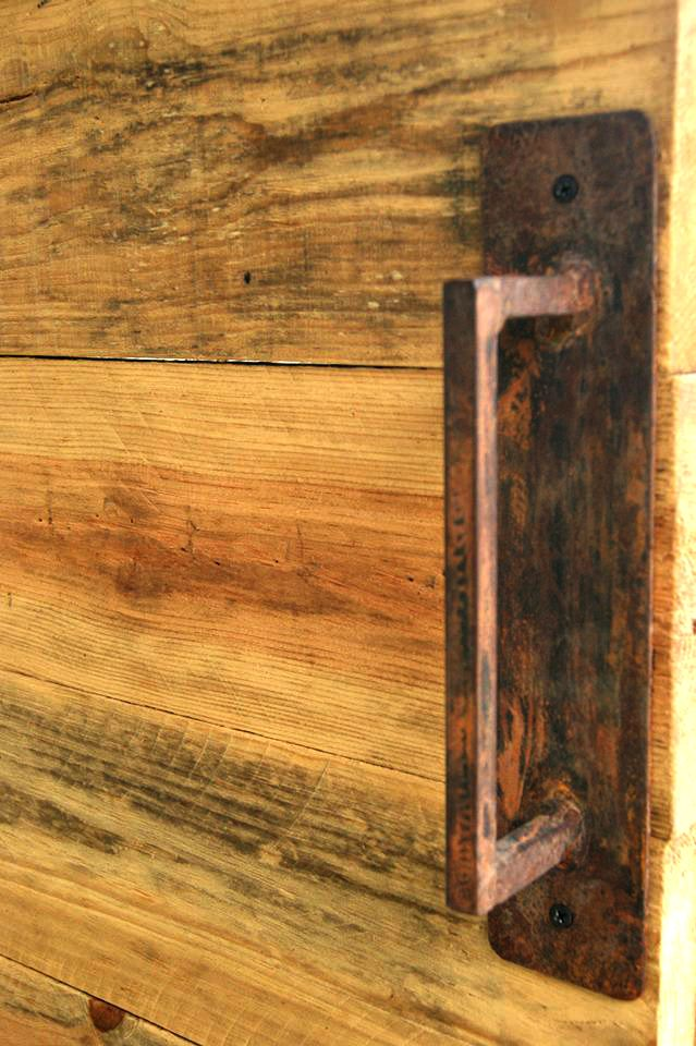 Tiraderas en hierro. #arte #hogar #finca #herramientas #ideas #construccion #rustico #diseño #puerta #madera #decoracion #inmobiliario #muebles #hierro #artesania #idea #hogar