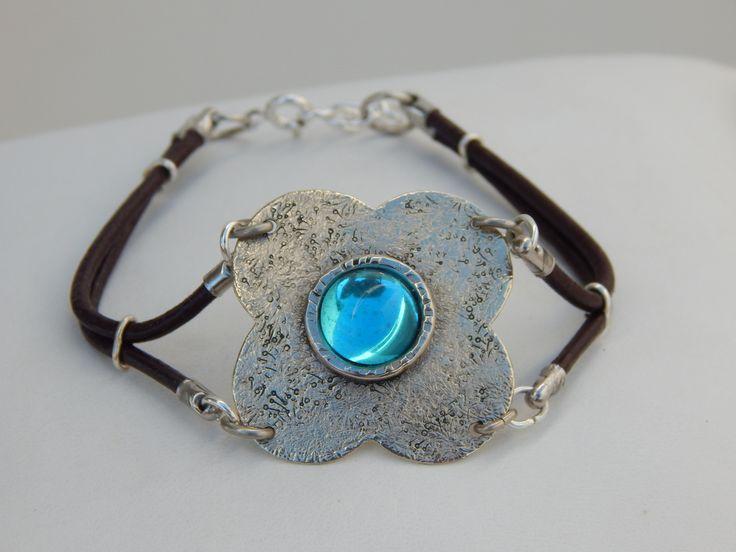 """Bracelet """"Capucine"""" argenté et bleu lagon : Bracelet par bijou-lie"""