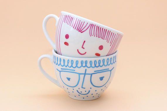 Gesicht Tassen Set aus zwei Espresso-Keramik-Becher von HandwrittenMugs auf #etsyde #FindeDeinWeihnachten #gesichttassen #keramikbecher #espressotassen #geschenkefürkinder