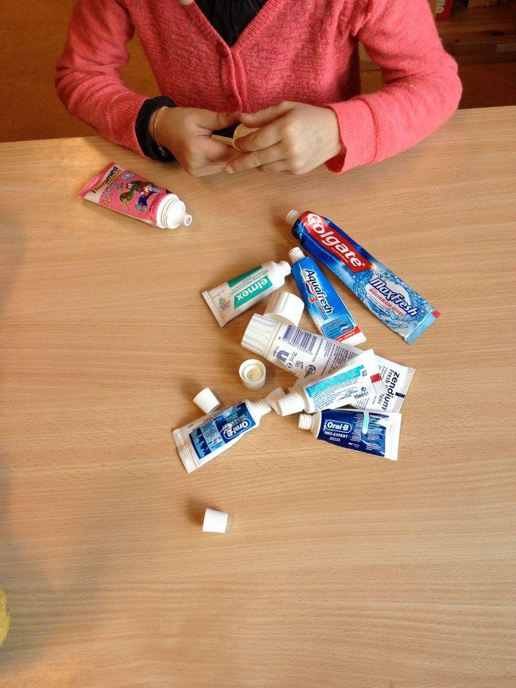 Zoek het juiste dopje van de tube tandpasta