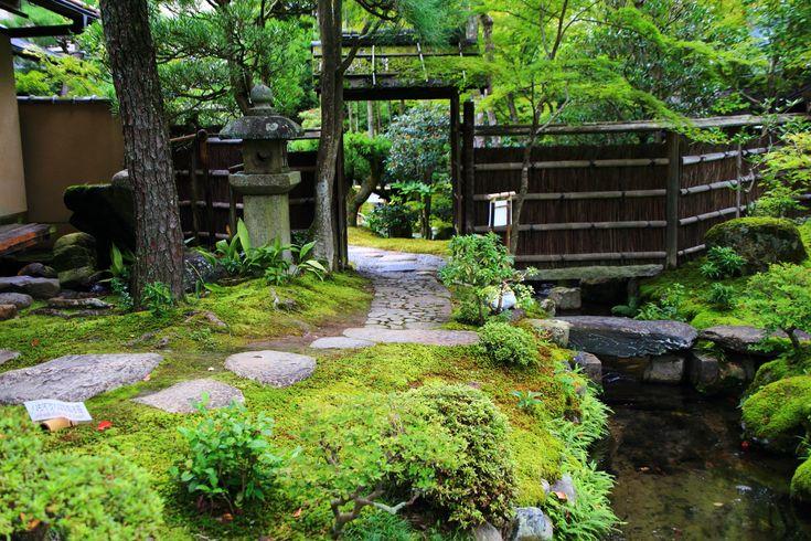 京都南禅寺大寧軒の庭園の入口 2015年9月10日