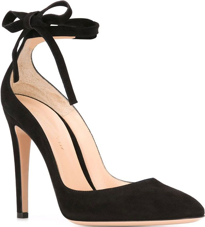"Gianvito Rossi ""Carla"" Pumps"