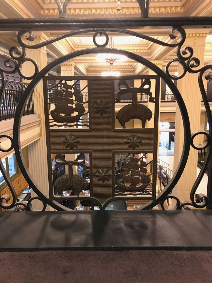 Who wants a little Melbourne history? 📚The coat of arms on our mezzanine has its origins in the prosperity of early Melbourne. Sheep and shipping. Other coats of arms from early Melbourne also included cattle and whaling. Things have changed just a little...