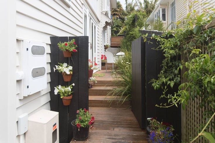 House in Ponsonby, New Zealand. Welcoming totally separate apartment in comfortable home in the charming  inner-city seaside suburb of Herne Bay.  Sunny terrace and  just minutes from  beaches, cafes, buses, Ponsonby designer shops.  A waterfront stroll to the CBD.  Your  ground...