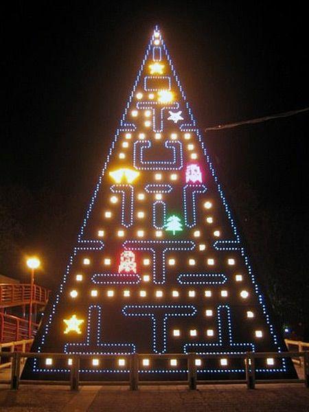 Pac-man christmas tree - 12 Most Unusual Christmas Trees (funny christmas trees) - ODDEE