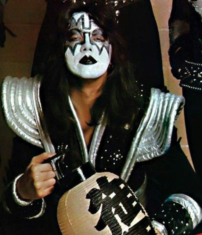 Pin By Roy Dean Dye On Kiss 1970 S Ace Frehley Kiss Band Hot Band