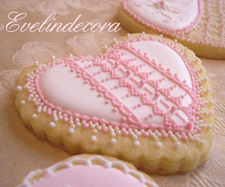 Per la ricetta: http://blog.giallozafferano.it/evelindecora/biscotti-decorati-con-ghiaccia-reale-2/