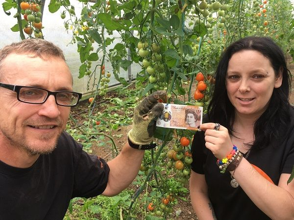 Horticultural mental health charity urges people to donate their first new tenner http://www.cumbriacrack.com/wp-content/uploads/2017/09/Growing-Wells-Growing-Manager-James-Smith-with-Maz-Goodwin-who-made-the-firsttenner-donation.jpg A South Lakes charity that uses horticulture to help adults and children recover from mental ill health is urging people to donate their first new tenner to grow the support the charity can give    http://www.cumbriacrack.com/2017/09/23/horticult