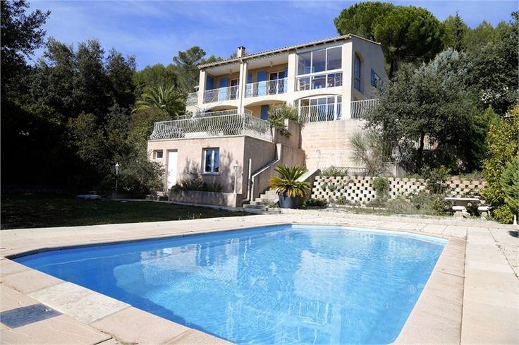 Jolie maison à vendre chez Capifrance à Caveirac dans le Gard.    > 173 m², 8 pièces dont 5 chambres et un terrain de 1402 m².     Plus d'infos > Arnaud Brevet, conseiller immobilier Capifrance.