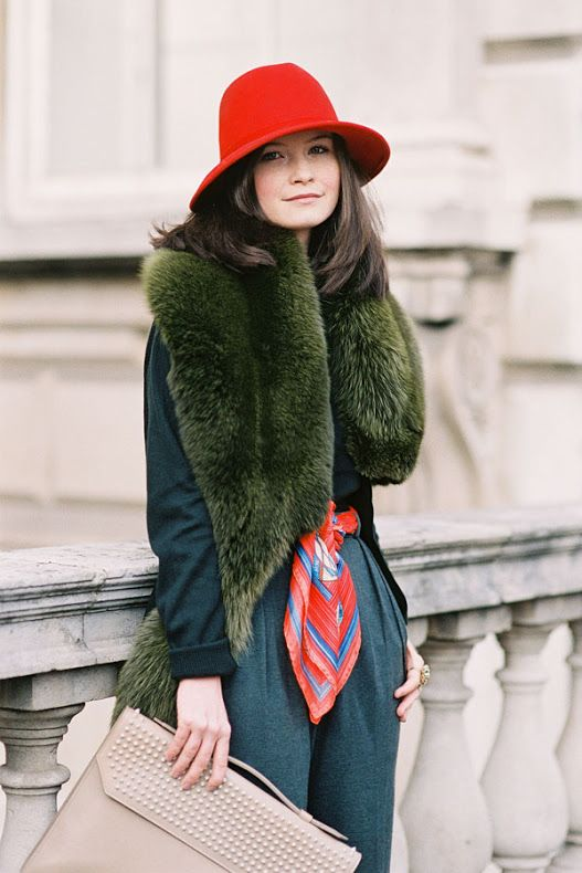 London Fashion Week Street style #fur #scarf