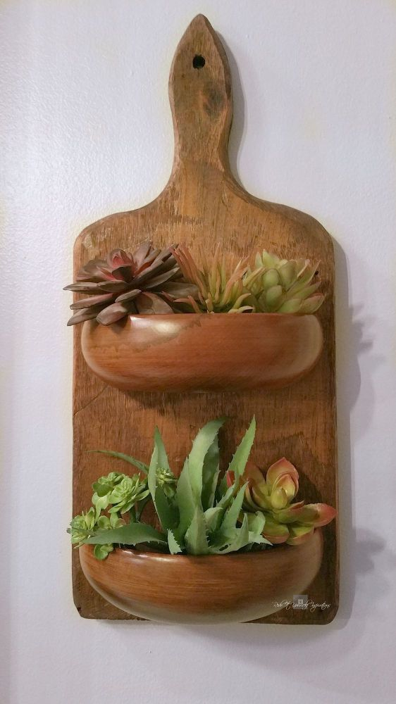 Brillant!!!  She cuts a wood bowl exactly in 1/2, then using a cutting board...THIS