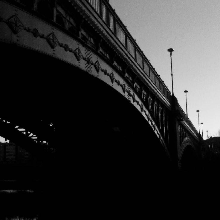 Puente sobre el río Tormes.  #Salamanca #CastillayLeon #españa #spain #pic #photooftheweek #photography #photooftheday #pic #photograph #picture #igersEspaña #igerssalamanca #instagram #picoftheweek #instagramers #igers #instagood #instalike #communitymanager #RedesSociales #bridge #art #arte #arteenlacalle #like