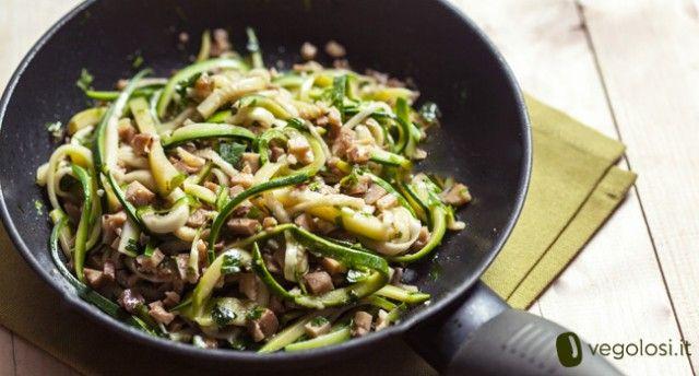 Spaghetti di zucchine al ragù di seitan: la ricetta vegetariana e light