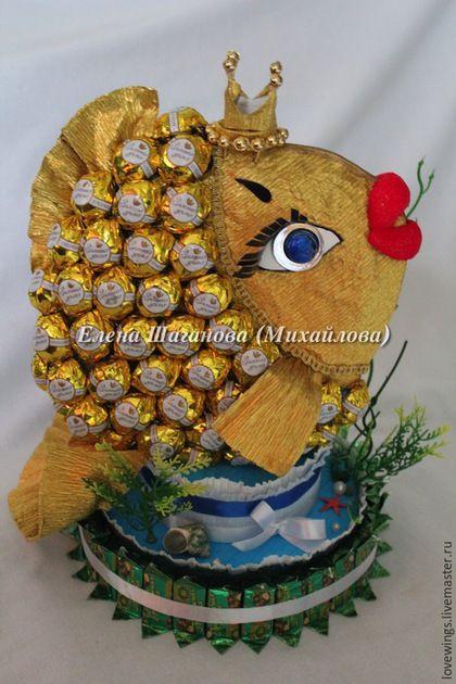 Кулинарные сувениры ручной работы. Ярмарка Мастеров - ручная работа. Купить Золотая рыбка из конфет. Handmade. Золотая, маме
