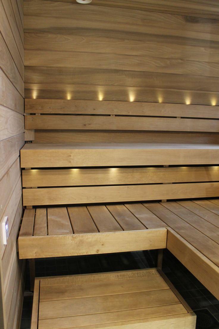 Sauna. Lauteet ja paneelit: SunSauna.
