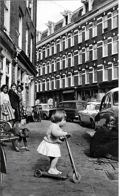 Fotograaf Cas Oorthuys.  De Pijp, Amsterdam, wasserij rond 1960