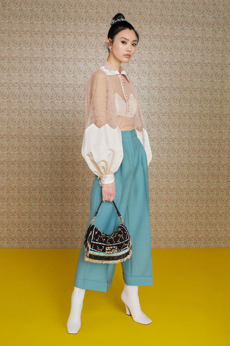 Fendi Pre-Fall 2019 Fashion Show The complete Fendi Pre-Fall 2019 fashion show n…