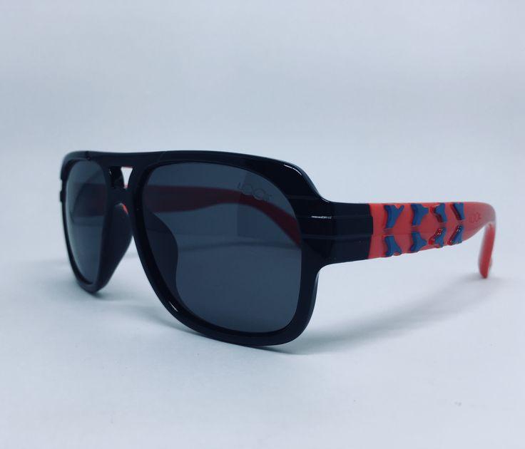 470205b7e Óculos de sol infantil masculino com detalhe em vermelho e azul. | looks |  Óculos de sol infantil, Oculos de sol e Vermelho e azul