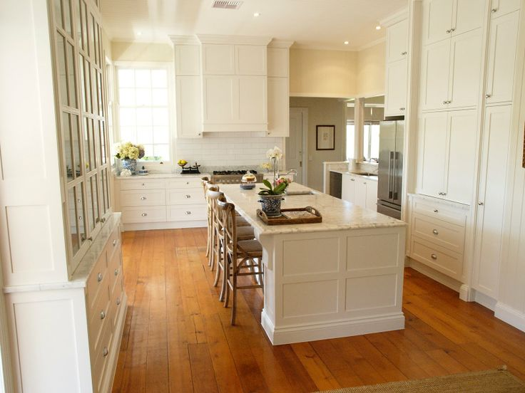 72 best images about hamptons style kitchens on pinterest for Hampton style kitchen stools