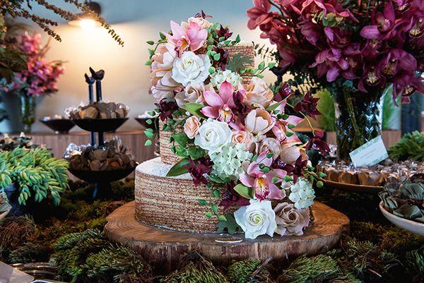 Assessorado por Entrevento, este casamento contou com um decor elegante e com toque outonal. Vem ver mais fotos e detalhes!