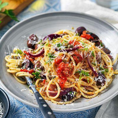 Spaghetti med chili, vitlök, kapris och persilja