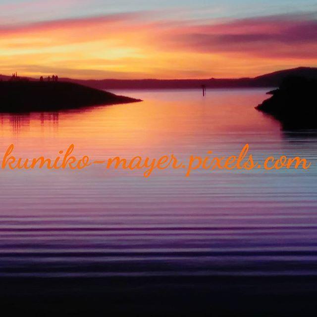 【lightlovesoul】さんのInstagramをピンしています。 《Sunset selenade. #sunsetphotography #landscapephtography #naturephotography #bayareaphotography #sfbayarea #healing#marina #sanleandromarina #california #interiordecore #interior#oceanphotography #artgalleries #artlife#travel#artprint#print#purple#サンセット#カリフォルニア#旅#風景写真#旅行#海#夕陽#光#癒やし》