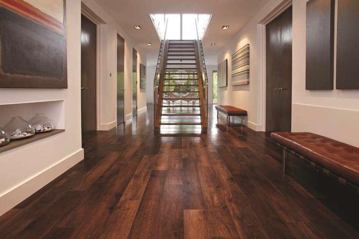 drevený nábytok a na podlahe položený vinyl, ktorý má rovnakú štruktúru aj vzhľad. Od skutočného dreva ho rozoznáte len veľmi ťažko. www.dizajnovepodlahy.sk