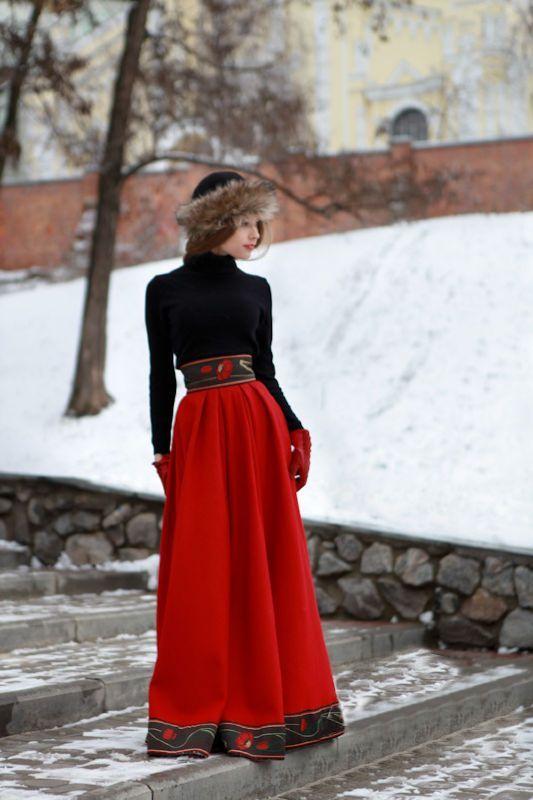 Современное платье в русском стиле с вышивкой