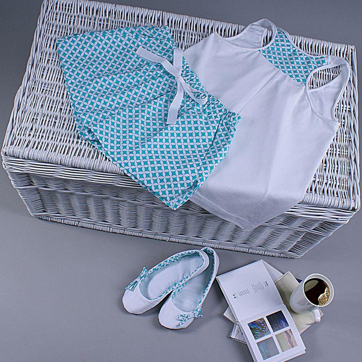Śliczna letnia piżama. Możesz ją mieć! Spodenki oraz top dostępne są w różnych wariantach kolorystycznych na DaWanda i Pakamera. Zapraszam!