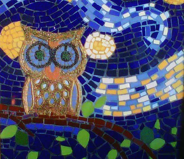 El Buho- Cuadro realizado con la técnica de mosaico. Elementos utilizados: mosaico, mostacillas y canutillos.