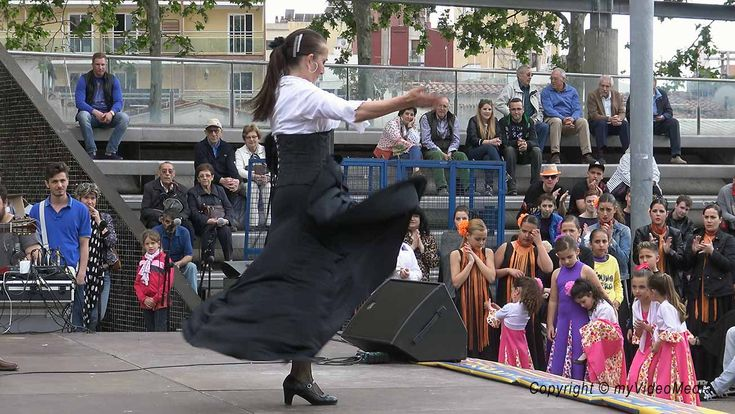 Flamenco in Lloret de Mar  More and video >> http://blog.myvideomedia.com/monolit-festival-flamenco/ #travel #LloretdeMar #videoblog #inCostaBrava #ExperienceCatalunya #Spain #Dance #flamenco