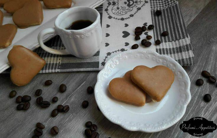 Biscotti al caffè con glassa ricetta