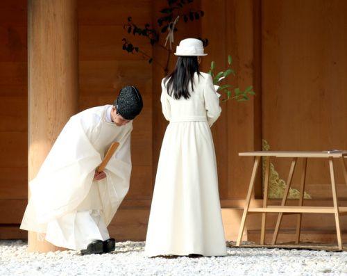 Princess Kako of Akishino visits Ise Shrine - Look at that gorgeous long coat!