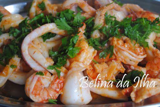 Lulas cozidas a vapor com molho de manteiga e alho acompanhadas com batatas cozidas na Bimby - http://www.mytaste.pt/r/lulas-cozidas-a-vapor-com-molho-de-manteiga-e-alho-acompanhadas-com-batatas-cozidas-na-bimby-5527438.html