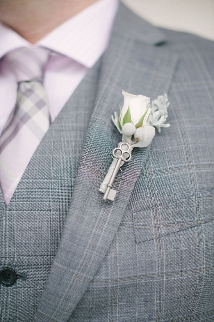 photo: Britta Marie; To see more gorgeous details about this wedding: http://www.modwedding.com/2014/11/18/modern-chicago-wedding-langham-chicago/ #wedding #weddings #boutonniere