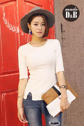 Today's Hot Pick :サイドスリットリブスリムTシャツ http://fashionstylep.com/SFSELFAA0023106/insang1jp/out やわらかなコットン素材が着心地の良いトップス。 体にラインを強調するタイトフィットのシルエットが女性らしさを↑↑ フロントの裾のスリットがアクセントになったデザイン。 こちらのTシャツはアウトスタイルで投入するのが正解!! シンプルな無地デザインのため、合わせるアイテム次第で表情がガラリと変わりますよ♪ 身長によって着丈感が異なりますので下記の詳細サイズを参考にしてください。 ◆3色: アイボリー/ブルー/オレンジ