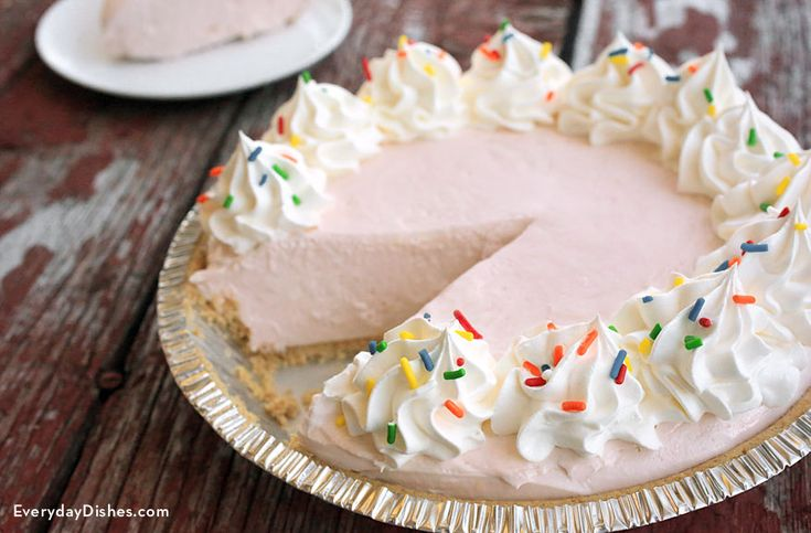 This no-bake lemonade pie only requires 4 ingredients! It's easy to make and comes together in a flash.