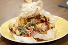 Ένα πεντανόστιμο φαγητό. Χοιρινό Κλέφτικο στη λαδόκολλα !!! Μια εύκολη συνταγή για ένα παραδοσιακό λαχταριστό φαγητό. Προαιρετικά μπορείτε να βάλετε και λα