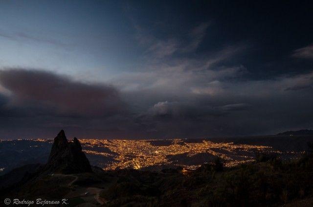 Ночной свет города. Ла-Пас, Боливия. Фотограф Rodrigo Bejarano