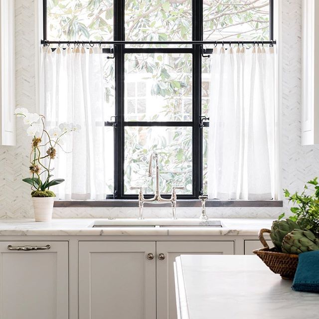 I am all over cafe curtains in sheer linen!  Everyone has an iron window but me. Dang it. @ladisicfinehomes @rusticwhite  @benjaminmoore  White Dove. @lmarchitect @studioentourage  #whitekitchen #ironwindows #sherryhartdesigns