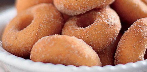 Aprenda a preparar deliciosas rosquinhas, para comer com um cafezinho, ou aquele chá de fim de tarde. Rosquinhas fritas.