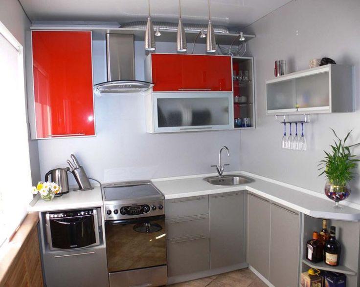 Угловое размещение мебели в малогабаритной кухне.