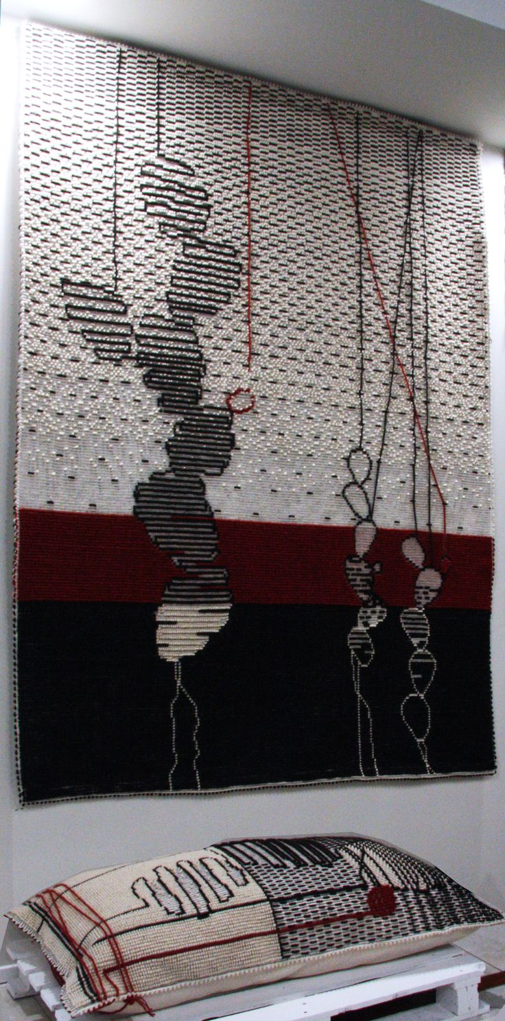 Tappeto e cuscino CACTUS APPESI AI FILI Design Paulina Herrera