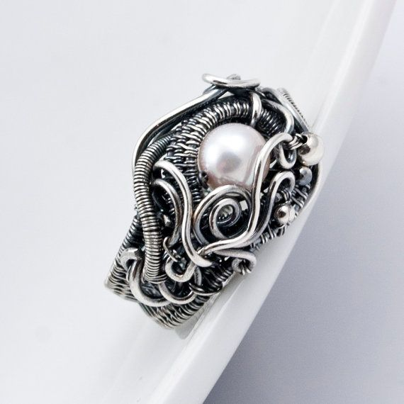 Such a cool ring! I have a black pearl that would look amazing in a setting like this