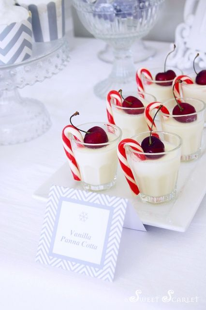 Vanilla Panna Cotta for White Christmas Dessert Table #whitechristmas #pannacotta