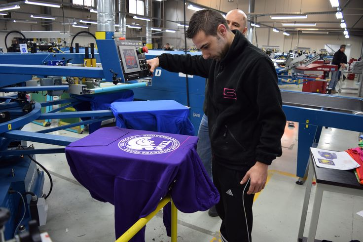 Thanks to #SportsmanEx laser locator system from @mrcompanies, our #sPrinters can position precisely garments and cut pieces onto pallets. #screenprinting http://bit.ly/1LPZppD