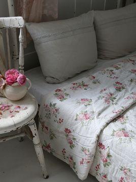 Jeanne d'Arc Living Floral Quilt