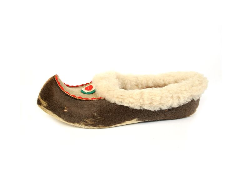 Shoe-Icons / Ethnic shoes / Deer Hide Moccasins. USA. 1950s.