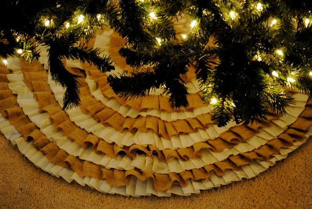 This rustic, ruffled Christmas tree skirt is an inexpensive project made from burlap.