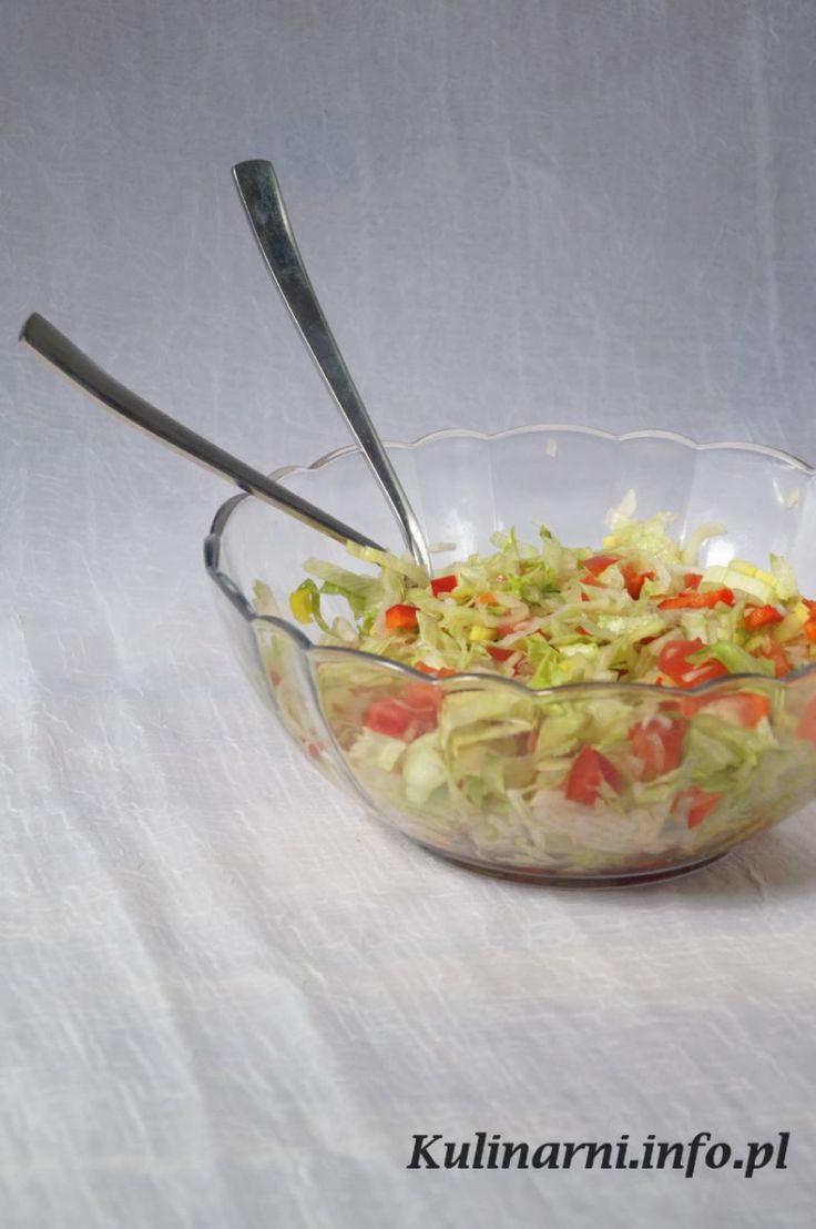 Surówka mięszana No i mamy następną zieleninę w zestawie, czyli surówkę a'la kejefsi. Jadałem takie w zestawach w wyżej wymienionym fastfódzie, ale ta z dodatkiem domowego majoneziku… Mniam